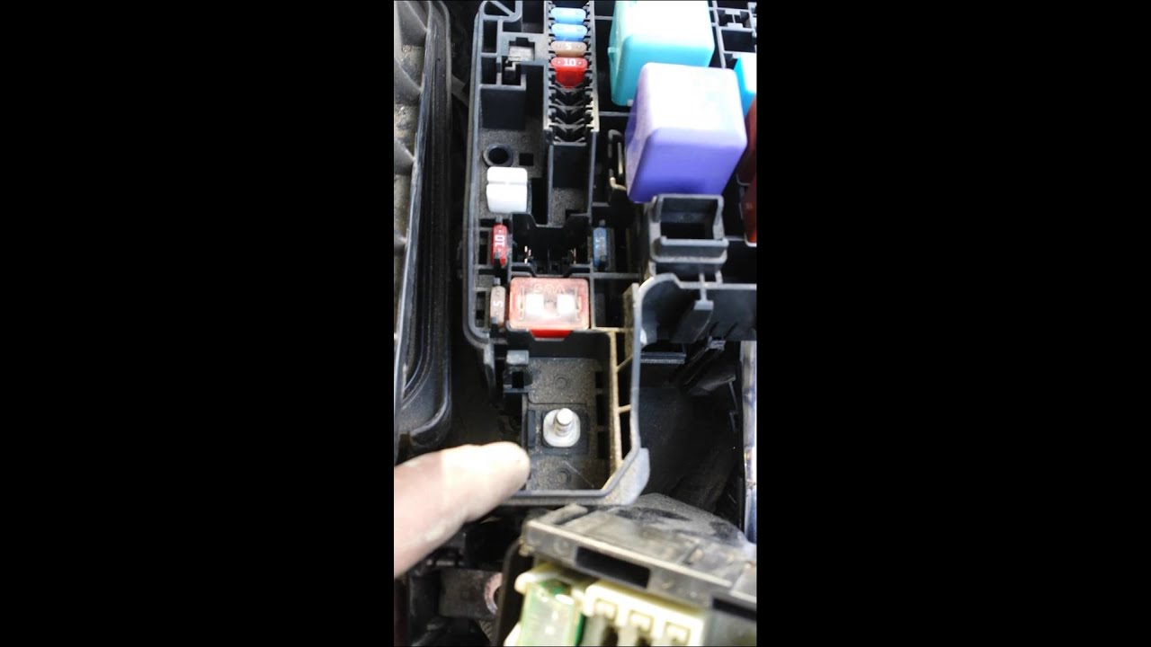 maxresdefault replacing 120 amp altenator fuse 2004 toyota camry youtube  at gsmportal.co