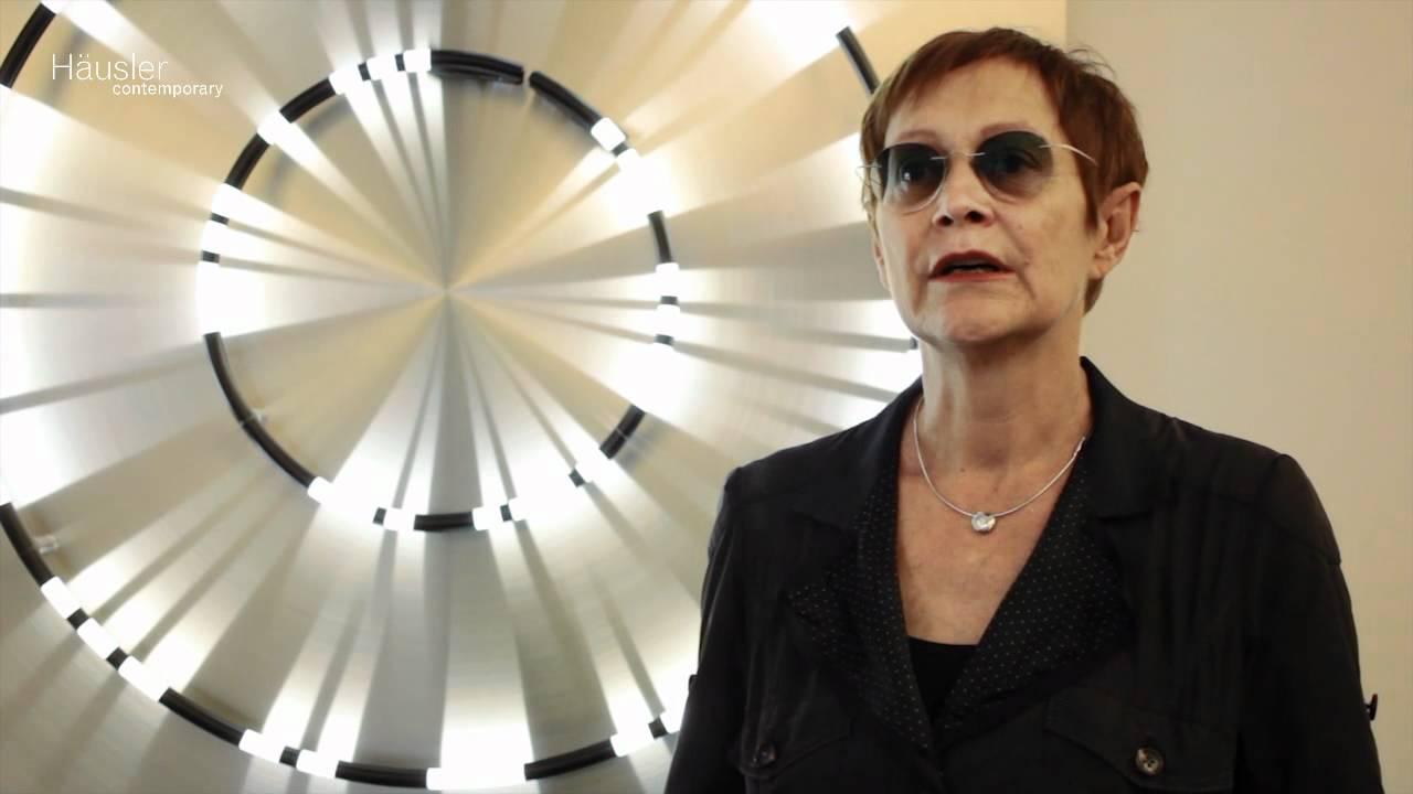 Auu >> Brigitte Kowanz »What Next« @ Galerie Häusler Contemporary | München - YouTube
