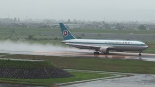 [OLD Livery & Jet Blast in Rain] ANA B767-300 JA602A TAKE-OFF TOYAMA Airport 富山空港 2012.5.29