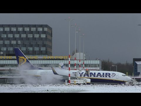 RYANAIR BOEING 737-800 DE ICE & SNOWY TAKE OFF ROTTERDAM AIRPORT