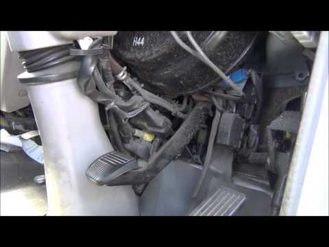 Hino Truck, Brake/Clutch problem, Possible lack of Vacuum?? - YouTube