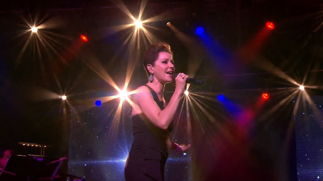 tina-arena-chains-live-at-the-2015-icc-cricket-world-cup-opening-ceremony-tina-arena