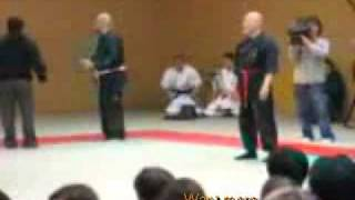 Мастер бесконтактного боя против бойца MMA(Смотреть до конца..., 2009-10-11T11:19:02.000Z)