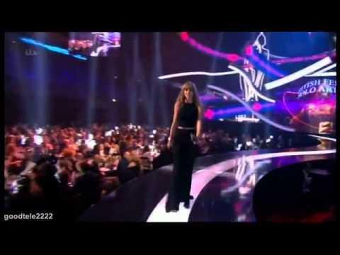 Harry Styles mira y aplaude a Taylor Swift en los Brit Awards 2013