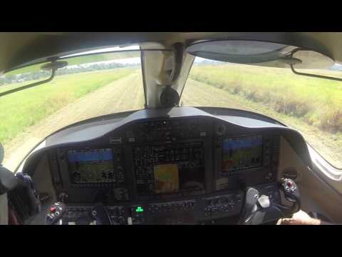 CITATION MUSTANG LANDING IN GRASS RUNWAY - URUYEN VENEZUELA