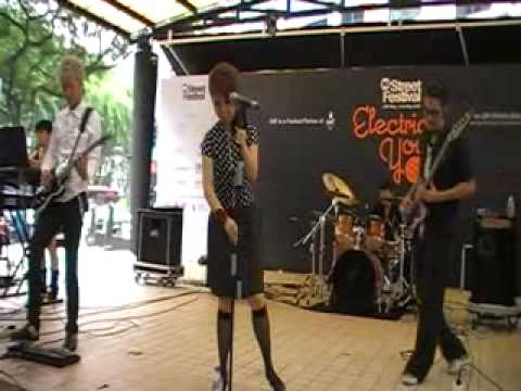 Electric Scarlet - 修羅場 (東京事変 Cover) Singapore Street Festival 09