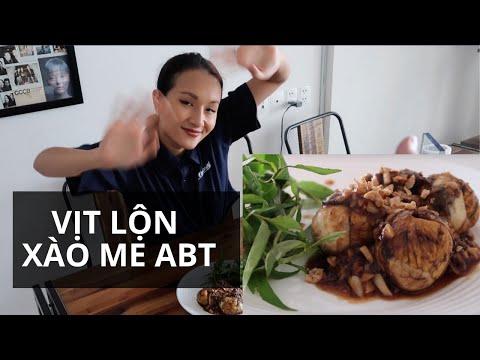 HỘT VỊT LỘN XÀO ME NGÀY MƯA GIÓ   Anh Bạn Thân Cooking #5   Vlog