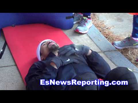 Manny Pacquiao Sings And Works In Cold LA Weather - EsNews