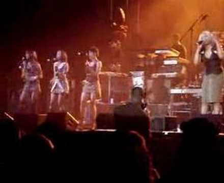 "En Vogue ""Give It Up Turn It Loose"" Live"