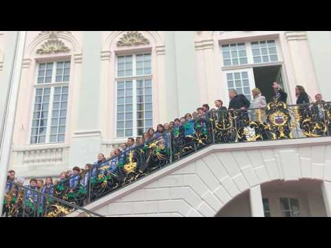 Bundespresident Gauck sings with Bonn International School students #freude #joy