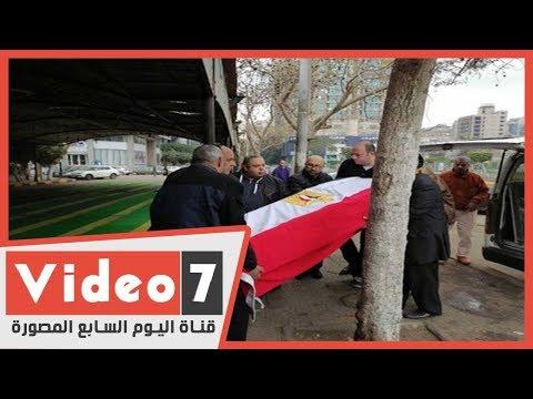 لحظة وصول جثمان الفنانة ماجدة الصباحى إلى مسجد مصطفى محمود ملفوفا بعلم مصر لصلاة الجنازة  - نشر قبل 3 ساعة