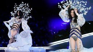 NGAKAK Ming Xi Model Victoria's Secret Jatuh Saat Lagi SHOW!