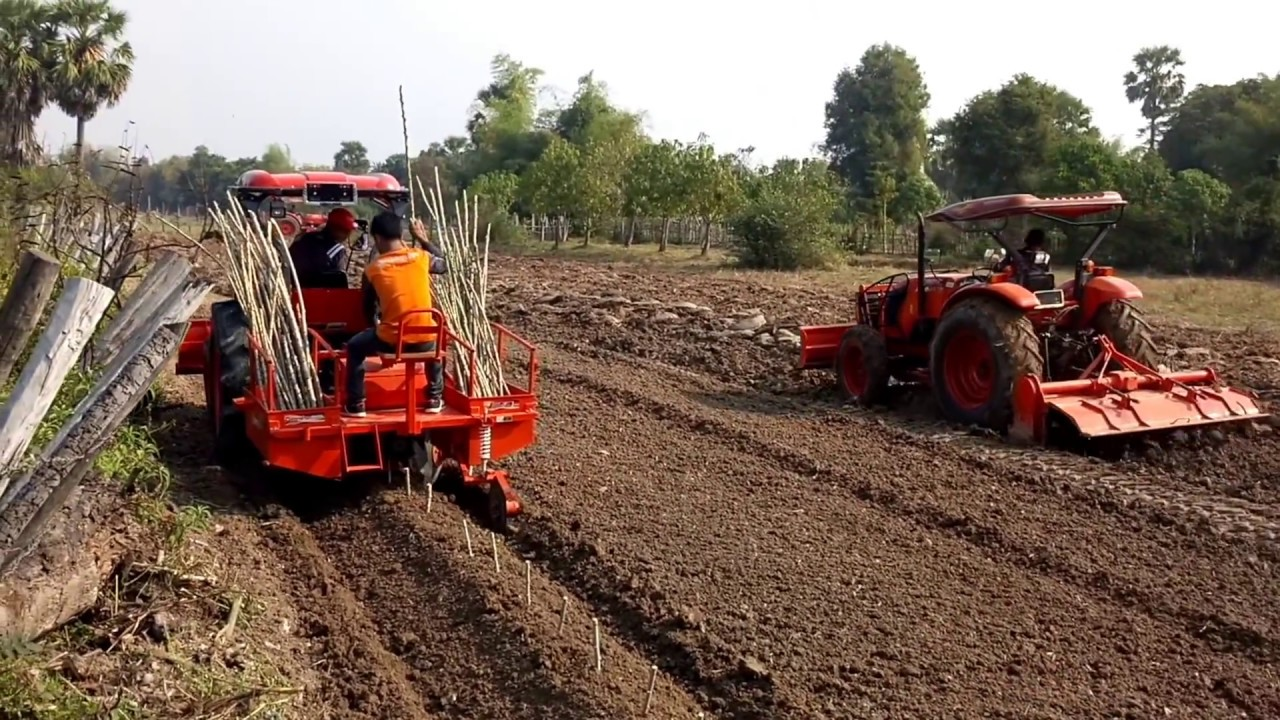 tractor kubota - attachments, working on the farm VS land, plowing ...