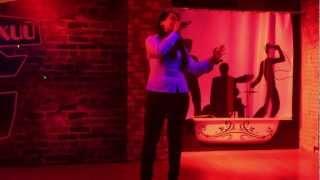 Вот как нужно петь в караоке!!!