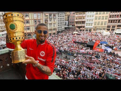Eintracht Frankfurt bejubelt den DFB-Pokal am Römer