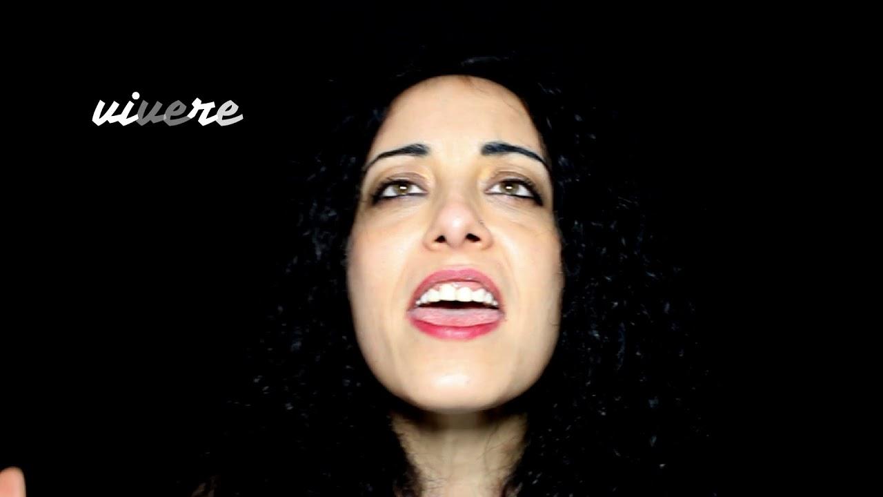 Ilaria Di Roberto canta Abbassa la Voce, contro la violenza sulle donne