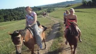 видео Конные прогулки по горам