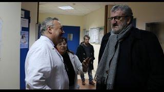 Emiliano in visita all'ospedale: «Qui il personale è la metà di quello che dovrebbe essere»