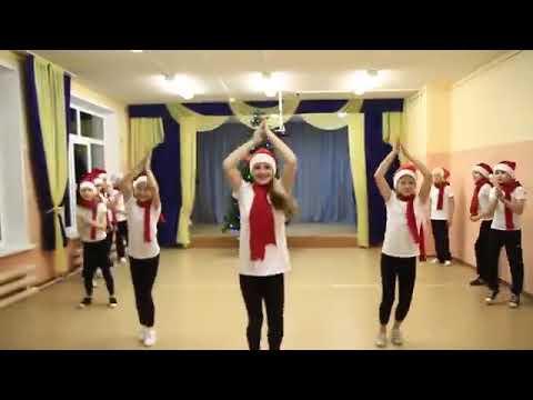 Классный танец на НОВЫЙ ГОД#UIYANA