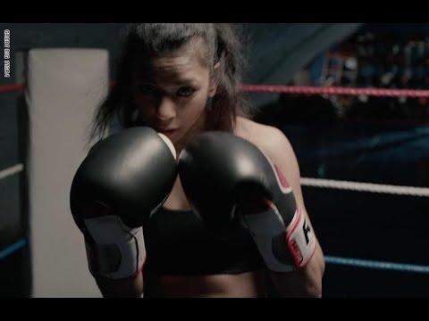 كيف تحدّت هذه الشابة المسلمة مجتمعها لتصبح ملاكمة محترفة؟