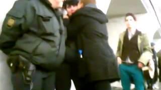 Агрессивные лесбиянки атакуют Российских полицейских
