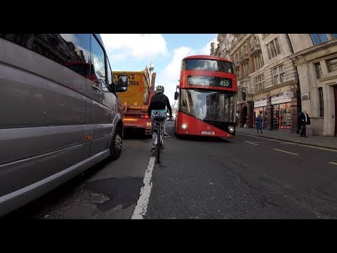 LTZ1310 - London Bus drives at filtering cyclists