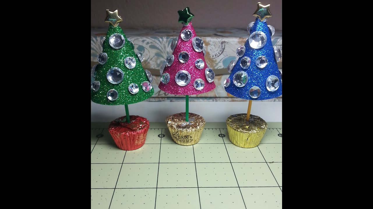 Giveaways For Christmas Party: DIY~Sweet & Sparkly Little Christmas Trees For Decoration