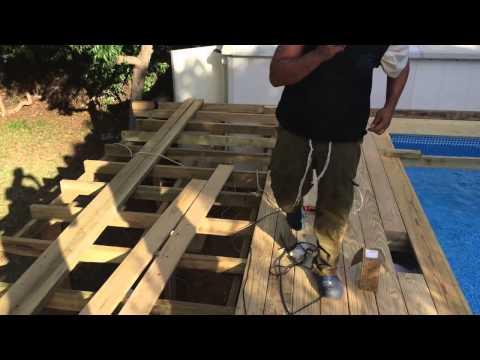 Каркасный бассейн Intex с деревянной террасой