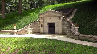BigRich Roams Abraham Lincoln s Tomb