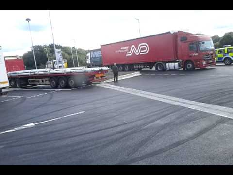 Illegal immigrants found in a Czech lorry. Part 2 WHEELS Road Rail