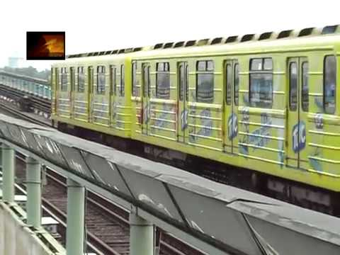 Pазноцветное рекламное метро.