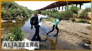 Migrants risk their lives by crossing dangerous river to reach US