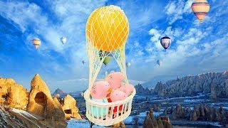 Peppa Wutz fliegt im Heißluftballon. Spielzeugvideo auf Deutsch.