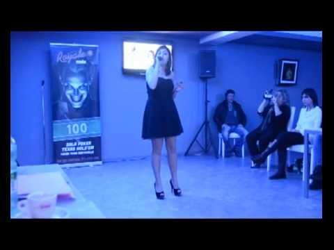 Francesca Neri 'If ain't Got you' serata al Casino Royale per Miss Teen Girl