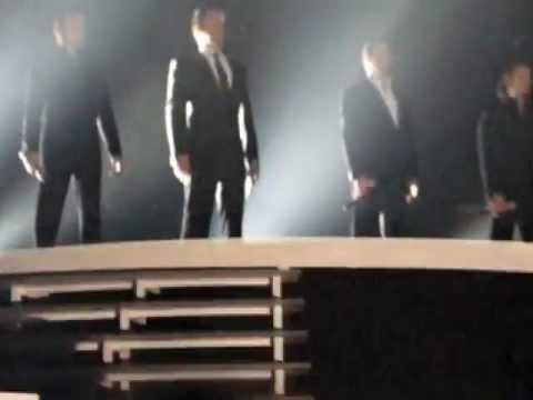 IL Divo, Notte di Luce, Rotterdam plus shoes on stage