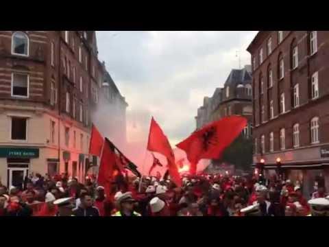 Denmark - Albania (Danimarke - Shqiperi) - marshi i tifozeve drejt stadiumit
