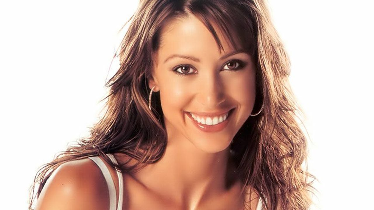 Watch Shannon Elizabeth video