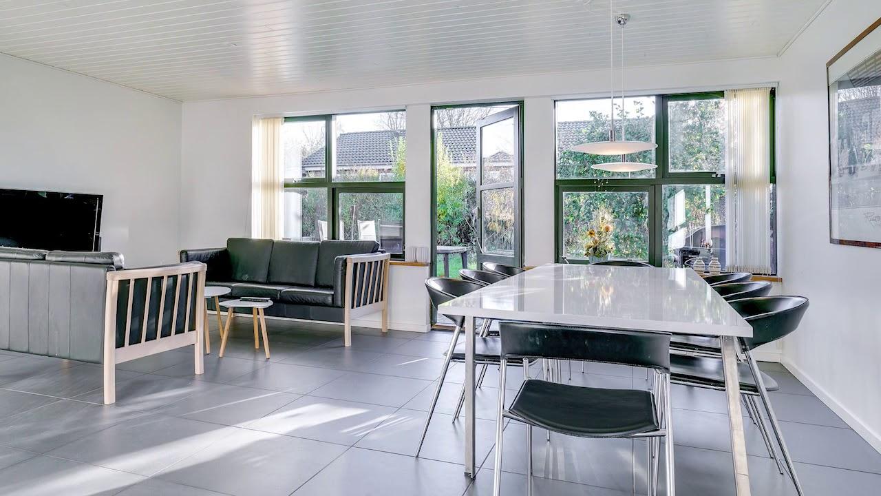 Af modish Villa med flot nyere køkken-stue miljø - YouTube SK37