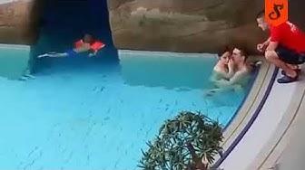 Pareja pillada en piscina por socorrista