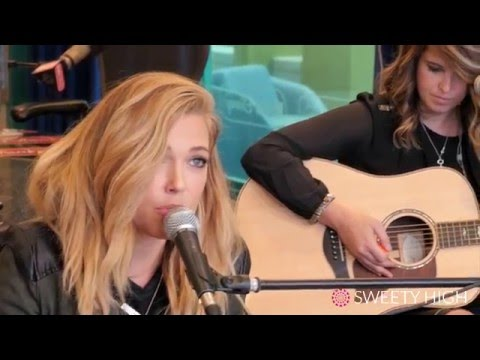 """Rachel Platten Hand Stands and Sings """"Stand By You"""" With Sweety High"""