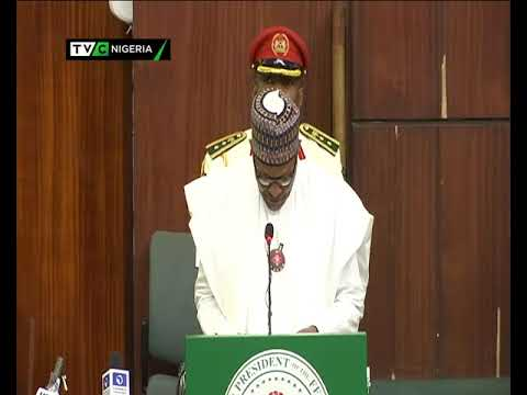 Buhari Presents 2019 Budget 1
