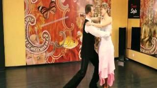 Свадебный вальс  wedding waltz. ВИДЕО УРОК свадебного танца.(Фрагмент видео урока свадебного танца. Полные версии видео-уроков смотрите на http://www.tancuyutvse.ru/videouroki.html Этот..., 2012-03-10T19:02:41.000Z)