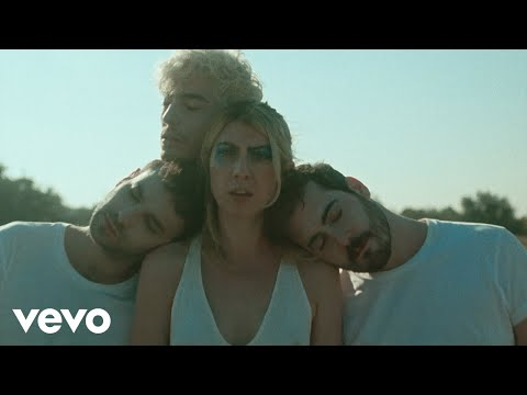 Смотреть клип Charly Bliss - Young Enough