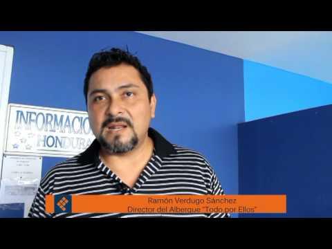 Entrega visa humanitaria a jóven invidente consulado de Honduras