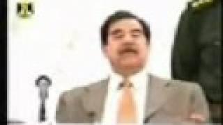 صدام حسين يحرج احد الضباط.