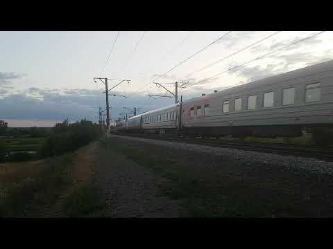 Электровоз ЧС2Т с пассажирским поездом на перегоне Чапаевск - Звезда