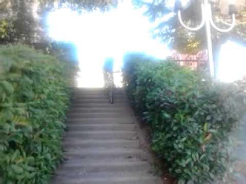 descente d 39 escalier a velo youtube. Black Bedroom Furniture Sets. Home Design Ideas