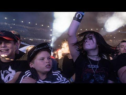 "Metallica's James Hetfield Dedicate ""Sad But True"" To 12-Year-Old Fan At St. Louis, MO 4/6/17"