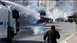 Turkey police arrest protesters marking Kurdish New Year
