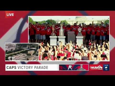 Alex Ovechkin leads Capitals and fans in 'We are the Champions' at Victory Parade